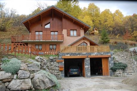 Maison chalet vente immobili re valloire chalet for Construction terrain en pente